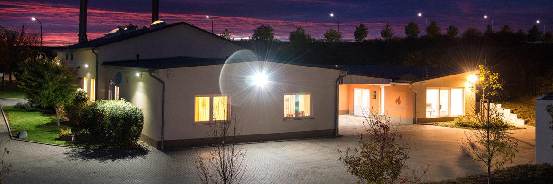 Krematorium Schönebeck bei Nacht